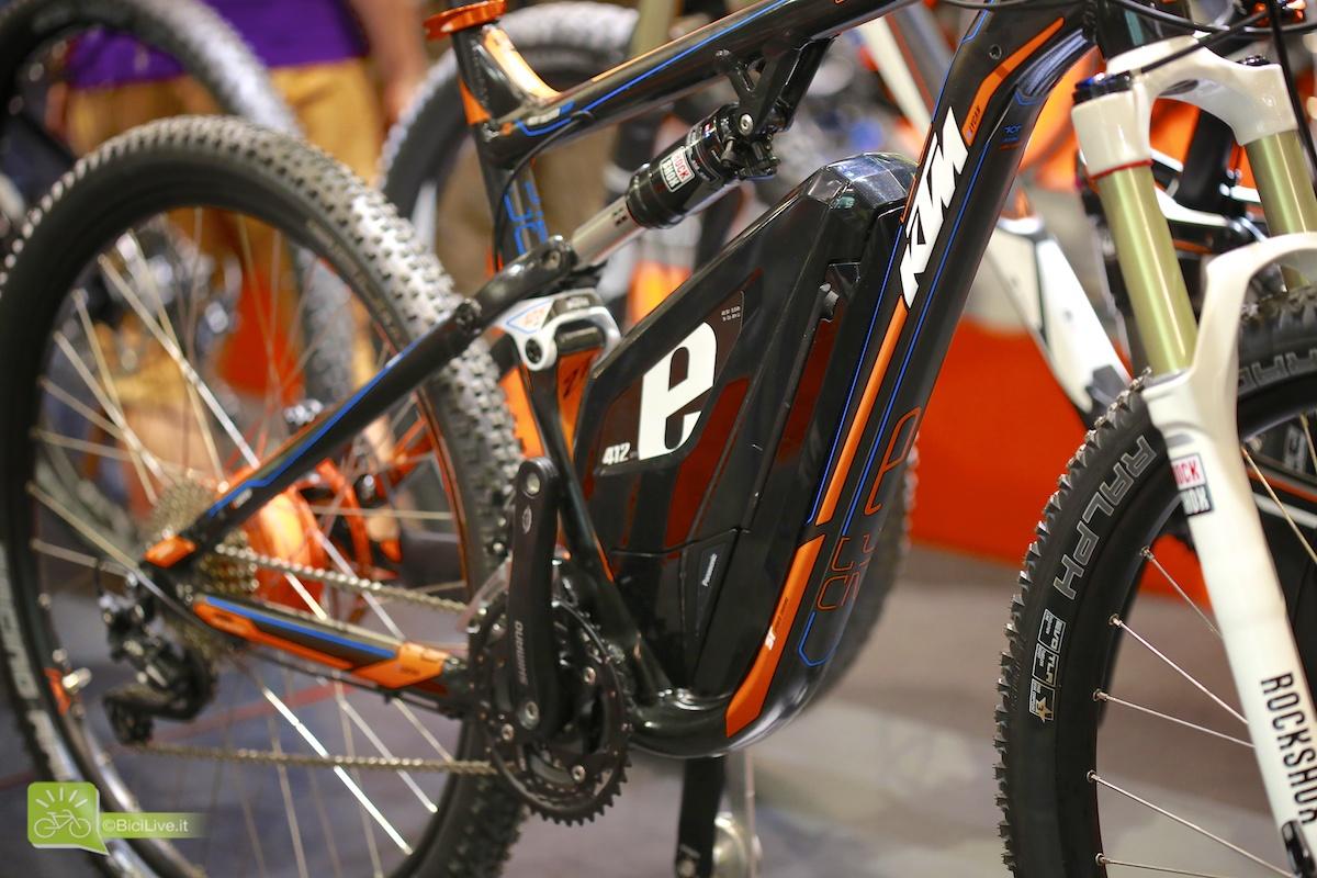 Una foto ravvicinata della parte centrale della bici elettrica E-lykan