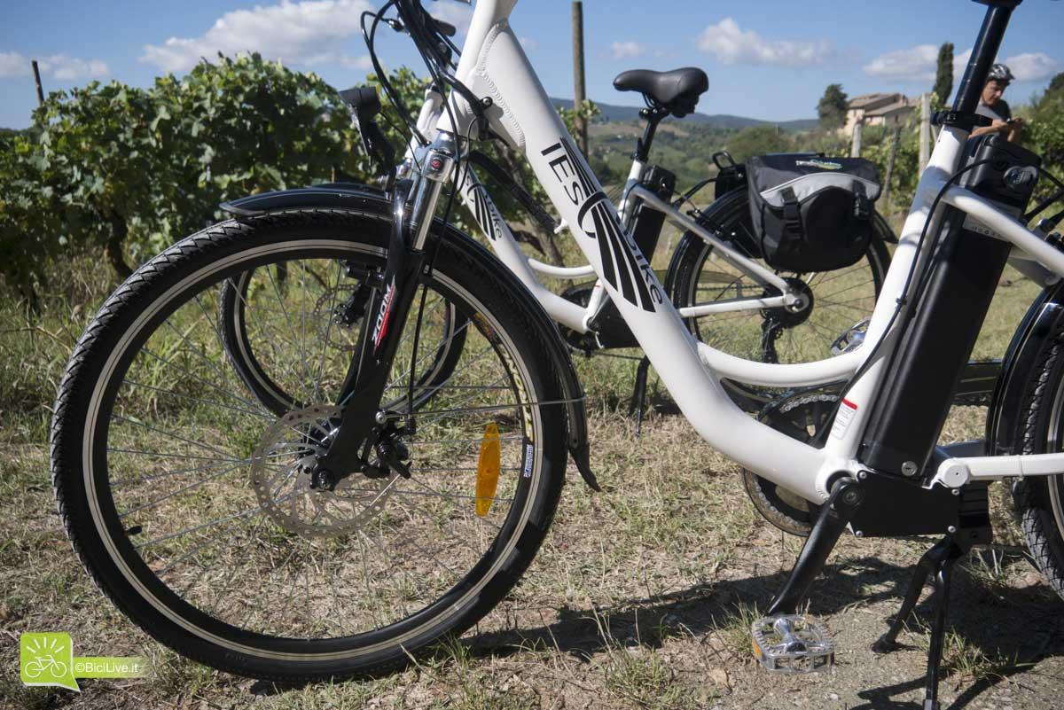 Via Francigena in bici attraverso San Giminiano
