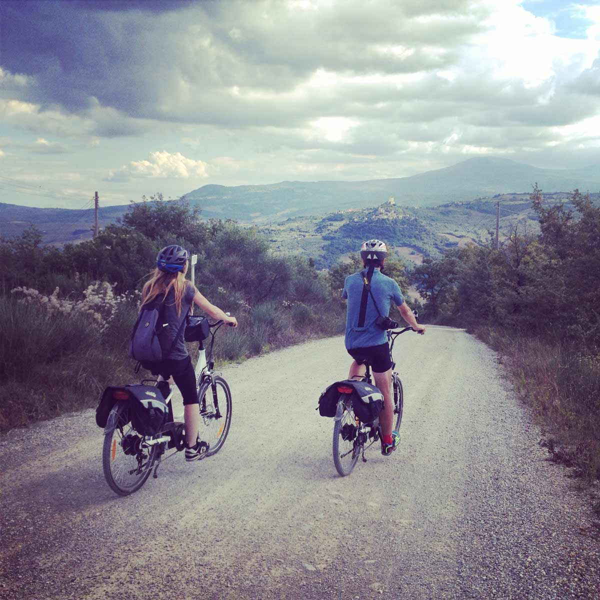 Francigena Press Tour // La discesa verso Bagno Vignoni con vista sul Monte Amiata