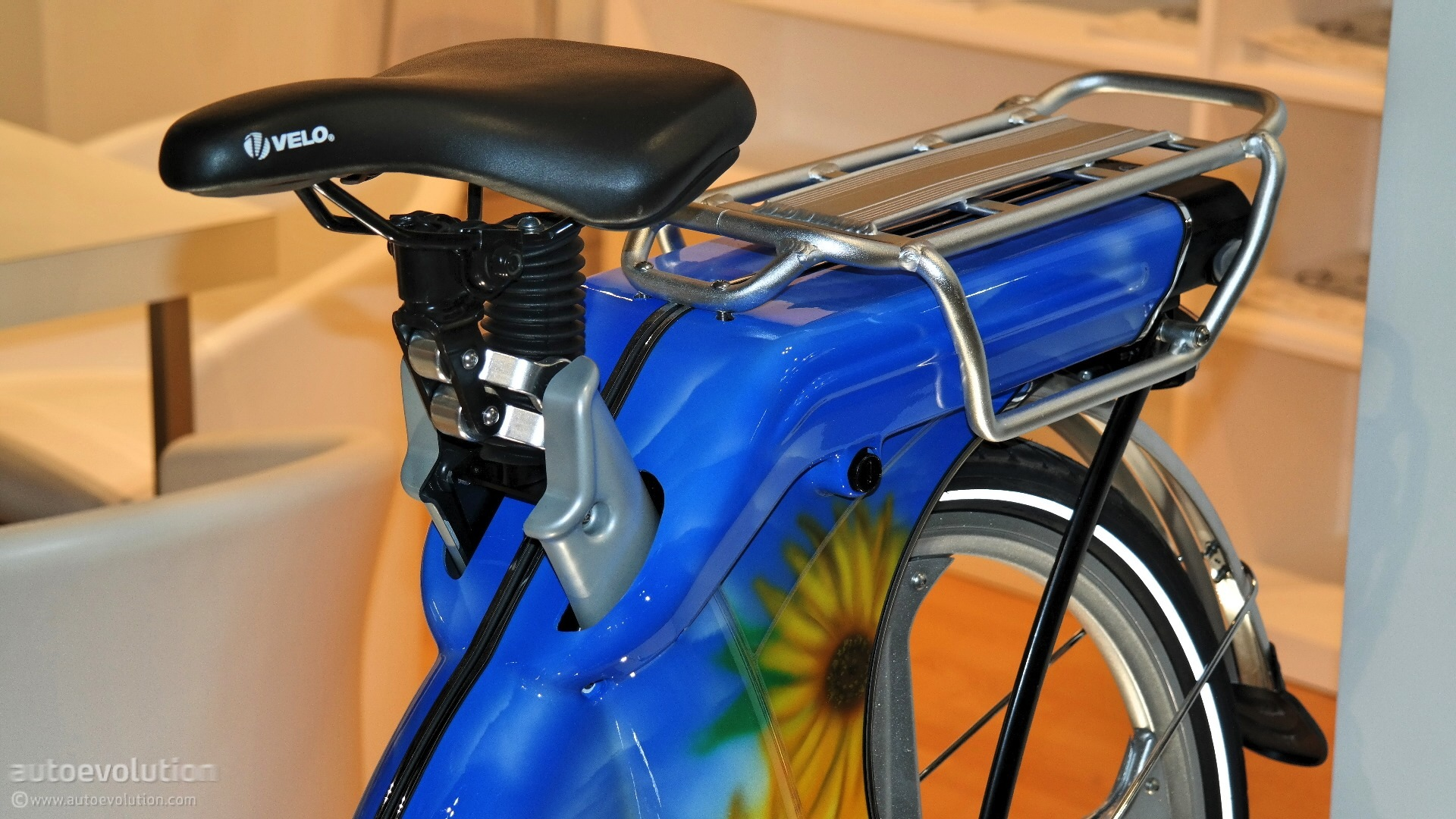 the-carter-ebike-shows-an-impressive-arsenal-of-optionals-at-eicma-2014-live-photos_13.jpg
