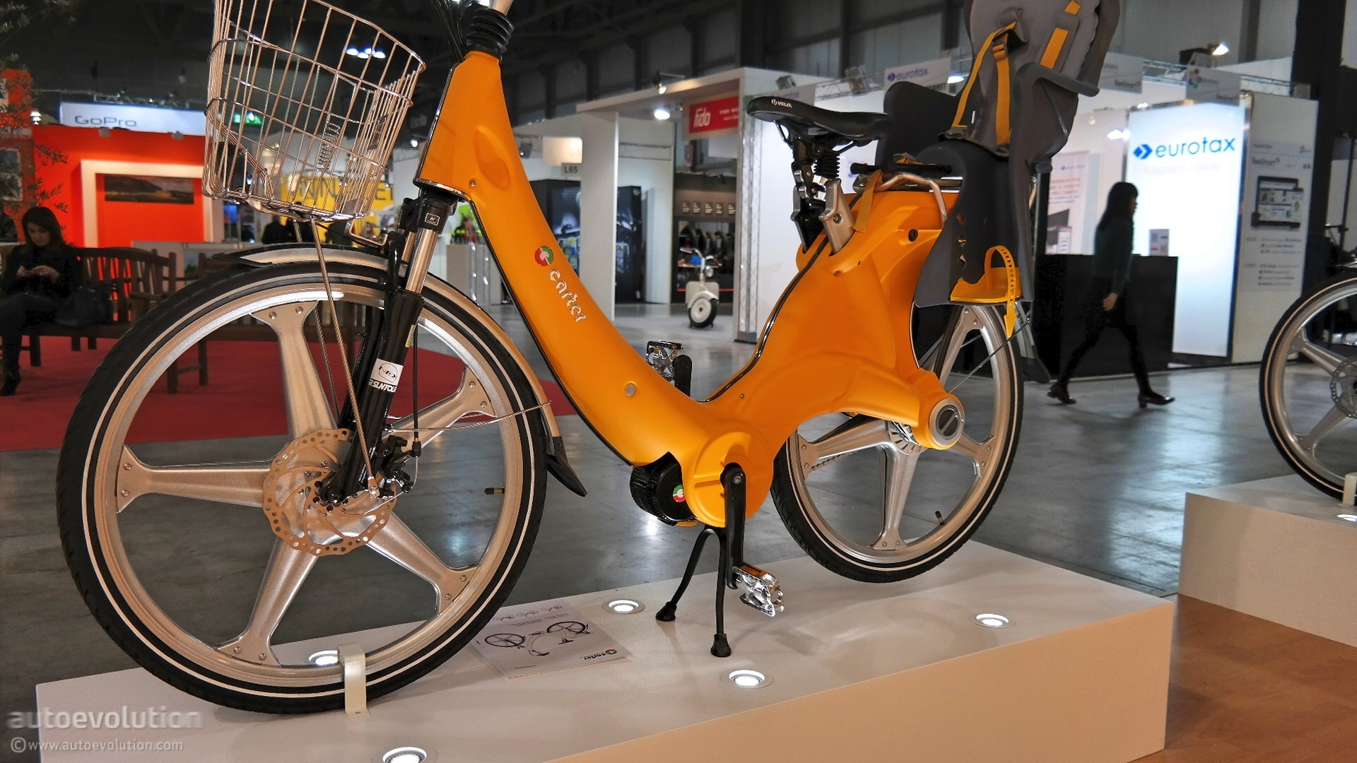 the-carter-ebike-shows-an-impressive-arsenal-of-optionals-at-eicma-2014-live-photos_19.jpg