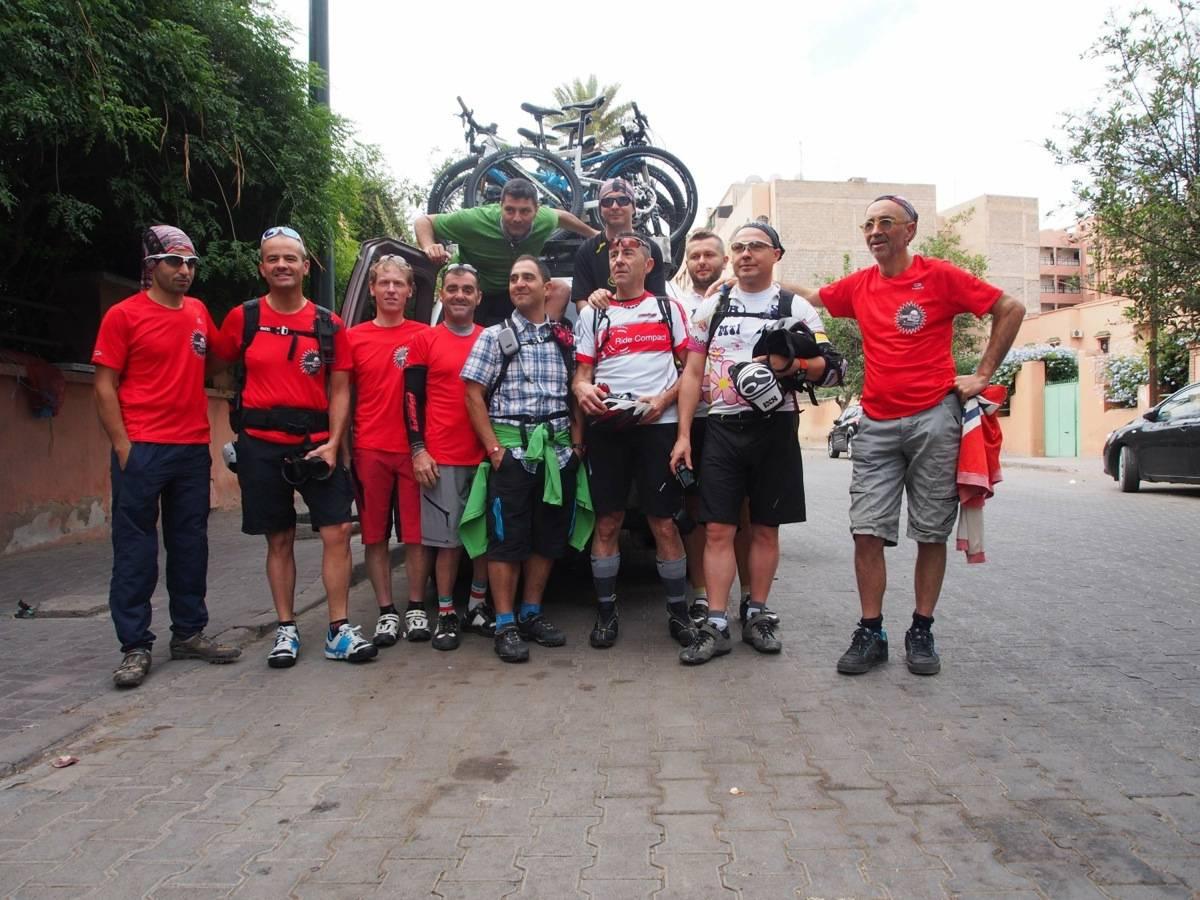 Il gruppo di cicloturisti pronti alla partenza