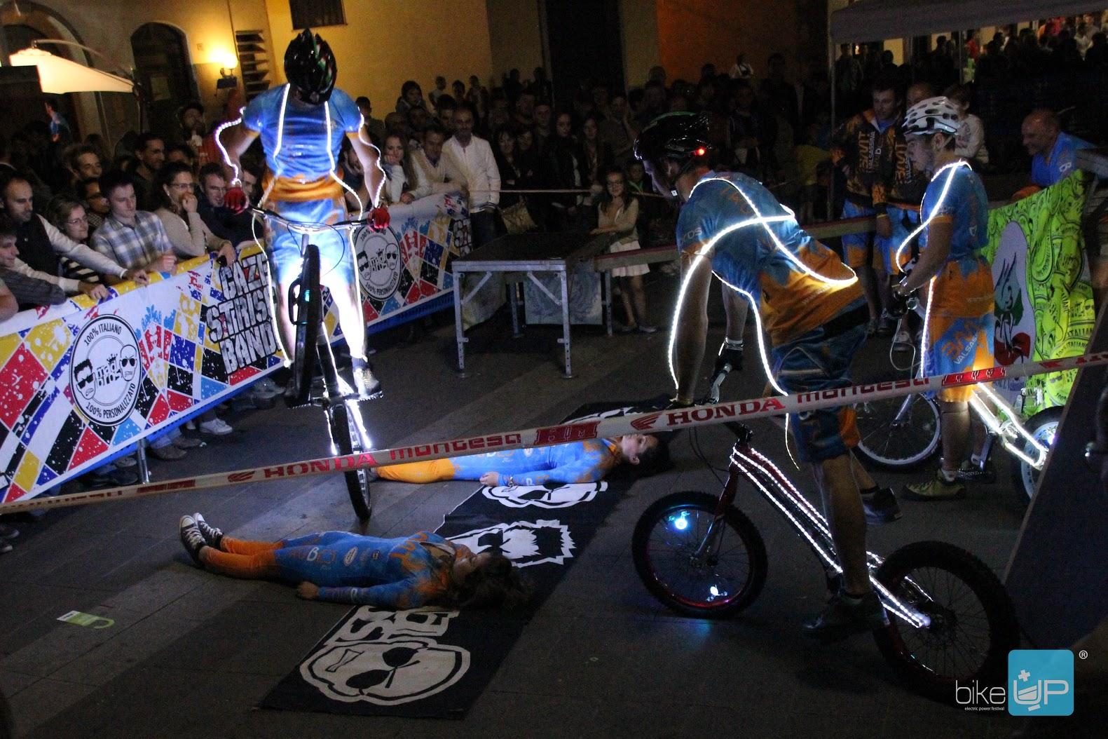 BikeUP_BMT-show-night-L.jpg