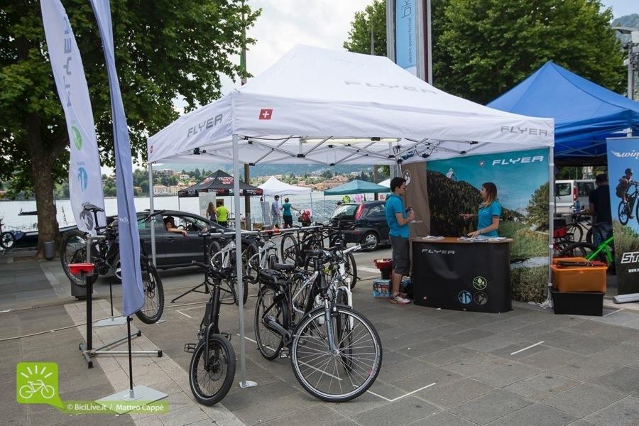 Una bicicletta elettrica a pedalata assistita Flyer
