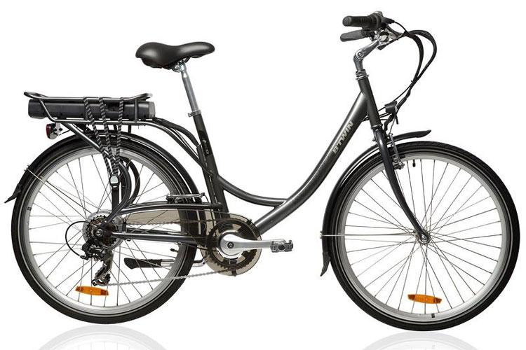 Una foto della B'TWIN Beebike 500, la bici elettrica più economica in vendita dalla Decathlon