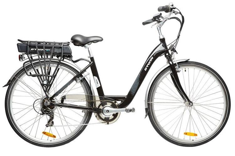 Una foto della B'TWIN Beebike, la bicicletta elettrica in vendita dalla Decathlon.