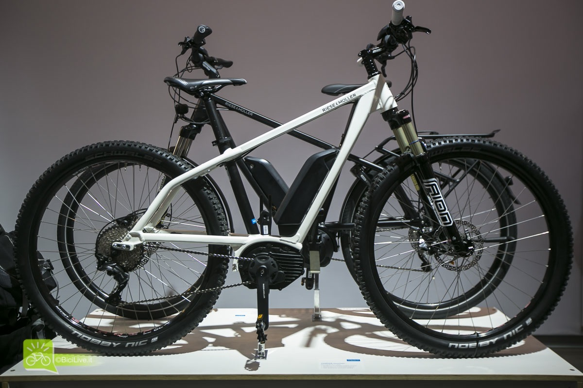 Eurobike_Riese_Muller_Charger_Blulabel_Bici_elettriche_touring_2016_1a.jpg