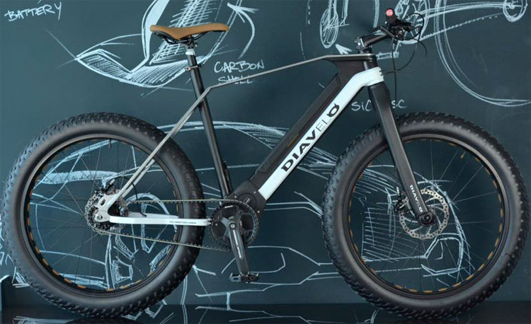 Una foto della bici alettrica eFat-Bike della Diavelo a gomme larghe