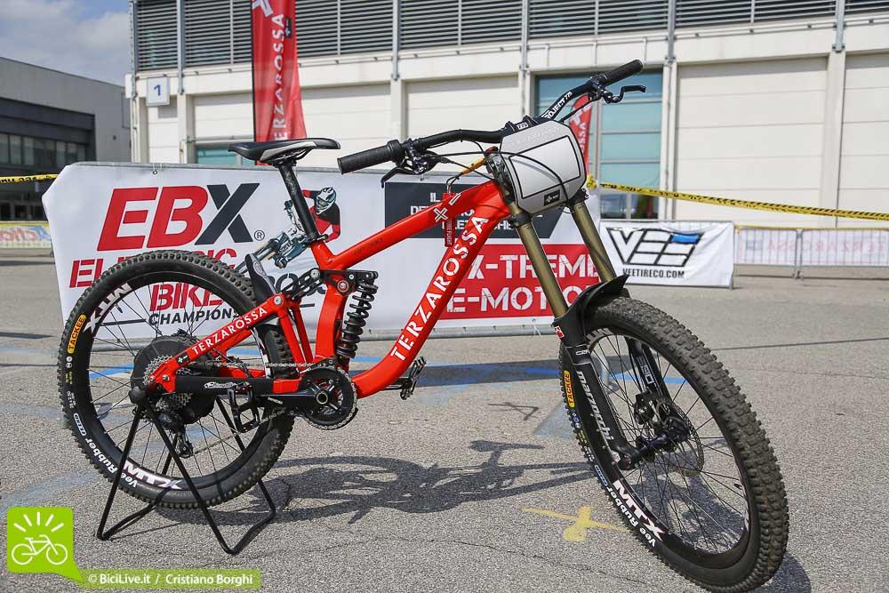 Una foto della moto o mtb elettrica Terza Rossa