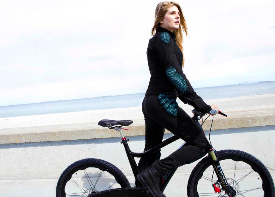foto del completo giacca e pantaloni Pure Cycling