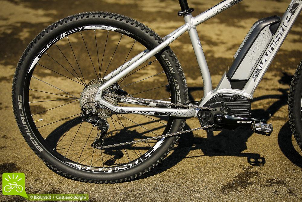 Le ruote e le coperture sono molto leggere, adatte ad un uso tranquillo su sentieri poco sconnessi