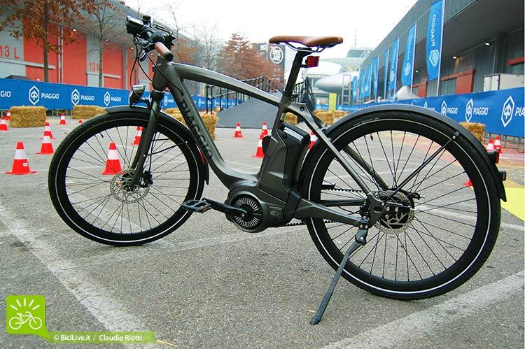 Una ebike Piaggio Wi-Bike modello Active