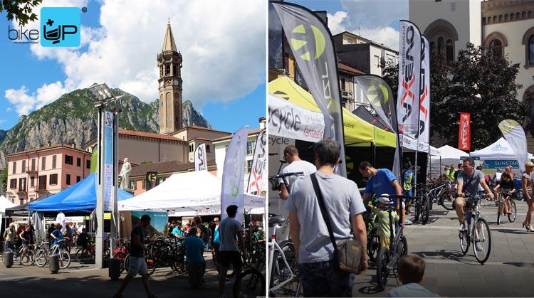 Gli stand della fiera BikeUp sono tra le vie del centro di Lecco