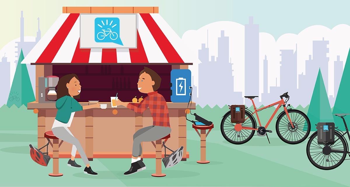 Foto che mostra due ciclisti che socializzano in una struttura predisposta per la sosta di biciclette elettriche