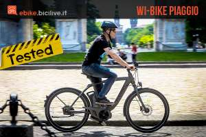 foto di claudio riotti durante il test della wi bike piaggio