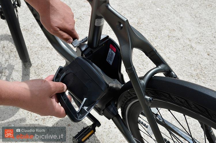 foto della batteria della wi bike piaggio