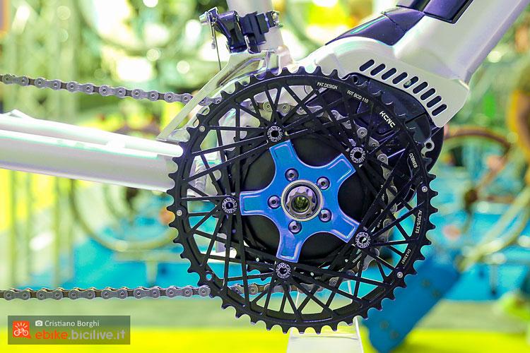 il motore polini e-p3 nel telaio di una bicicletta