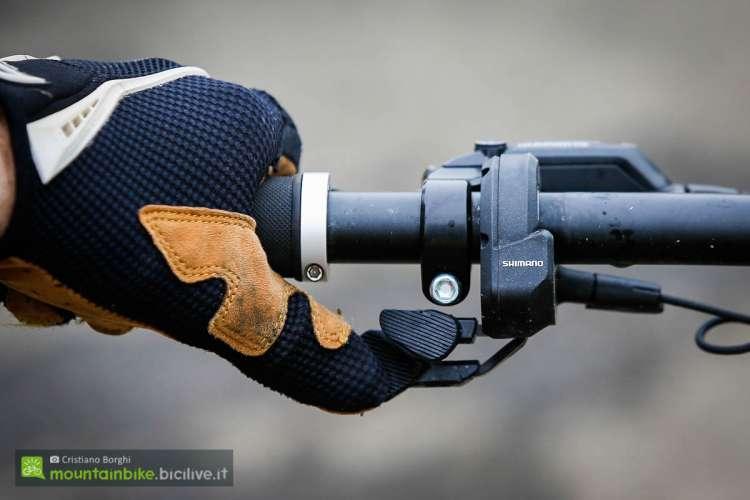 foto della pulsantiera Shimano Di2 per il motore elettrico E8000