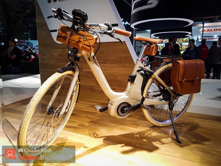 foto della wi bike di piaggio
