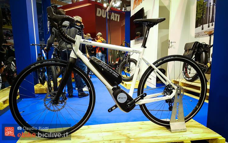 foto della fantic gravel gt bici gravel elettrica