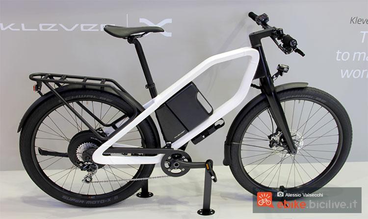 Una bicicletta a pedalata assistita Klever X Commuter