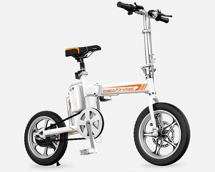 La bici elettrica pieghevole Airwheel R5 nella versione di colore bianco.