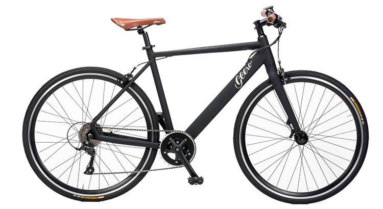 Una bici elettrica a pedalata assistita Geero nella colorazione grigio antracite.