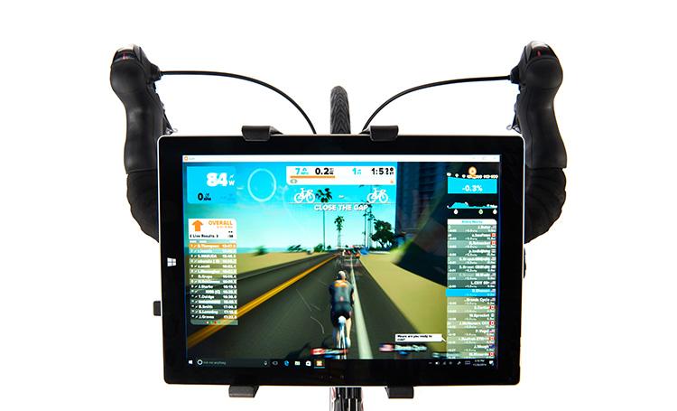 Un tablet usato con Falco eDrive per simulare uscite in strada