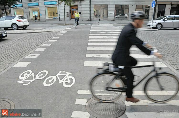 foto di u passaggio ciclopedonale.