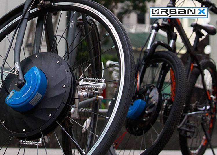Il kit motoruota anteriore UrbanX montato su due bici