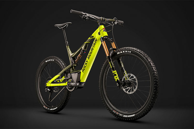 Una mtb elettrica Altitude Powerplay Carbon 90 di Rocky Mountain