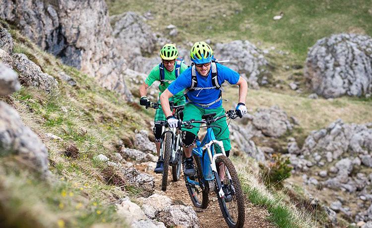 biker con ebike motorizzate bosch