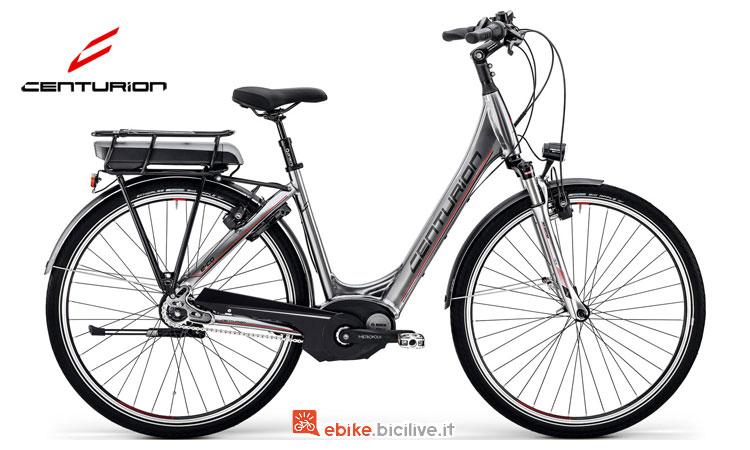 Una bicicletta a pedalata assistita E-Co 408 Coaster di Centurion