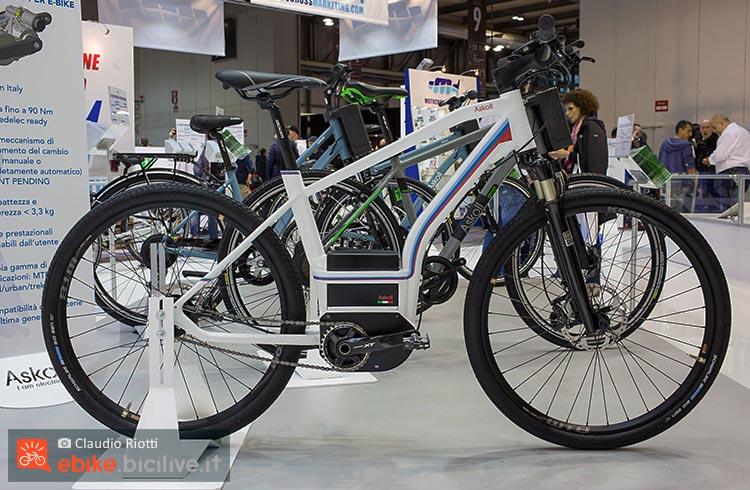 foto della La Askoll Urban Sport, un prototipo ancora in fase di ultimazione, con batteria centrale e motore italiano.