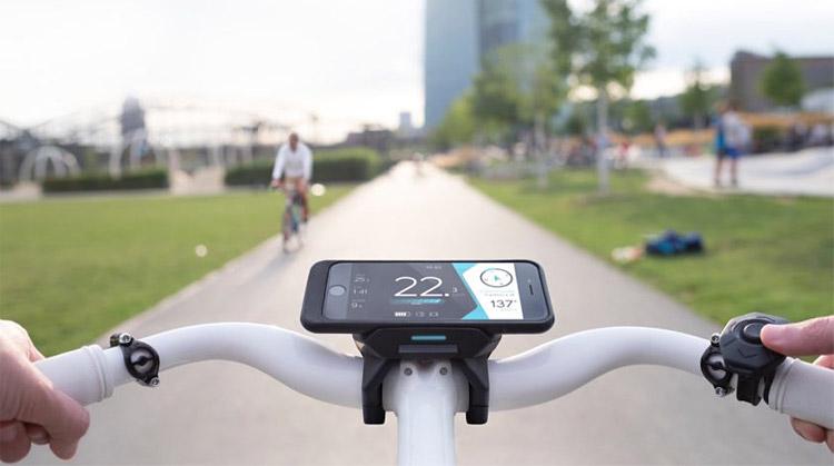 smartphone con app cobi montato su ebike