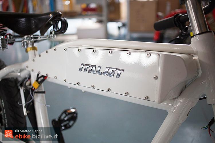 foto della batteria della italjet motoleggera