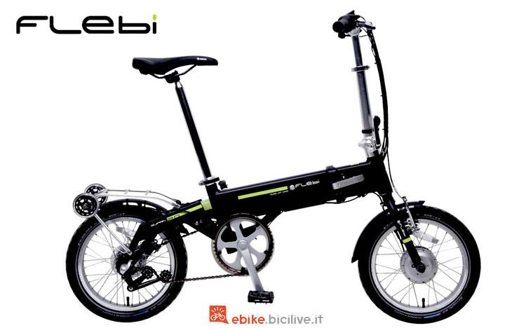 Una bici elettrica pieghevole Flebi Supra 2.0 colorata di nero
