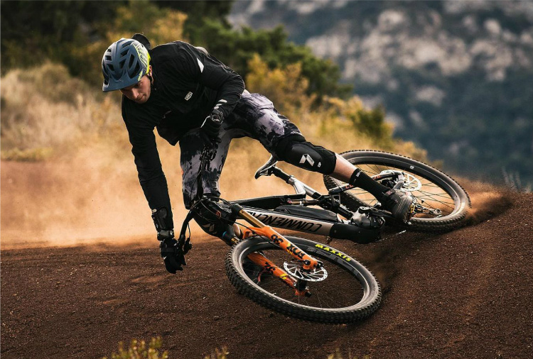 Meta Power Race Fox eMTB Commencal