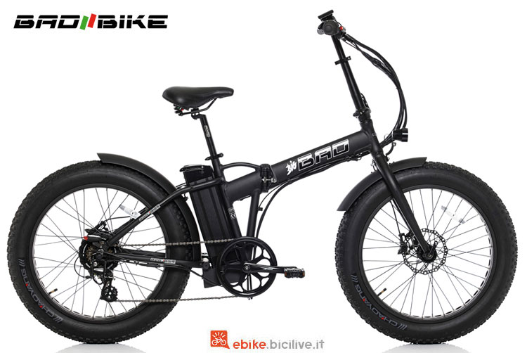Una ebike pieghevole Bad Bike Big Bad nera