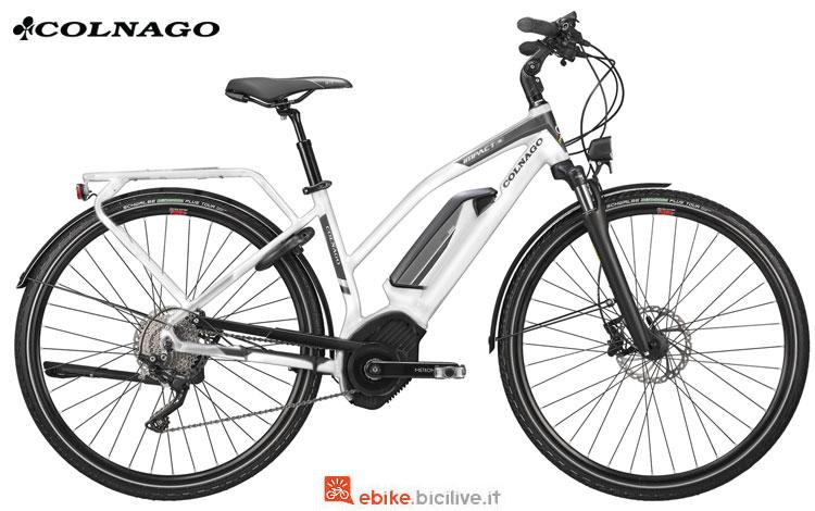Una bici elettrica da donna Colnago Impact-01 2018 per trekking e città