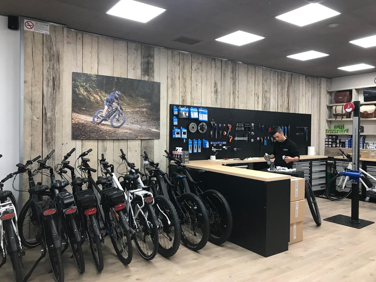 Ciclofficina Brinke presso lo showroom a Desenzano del Garda