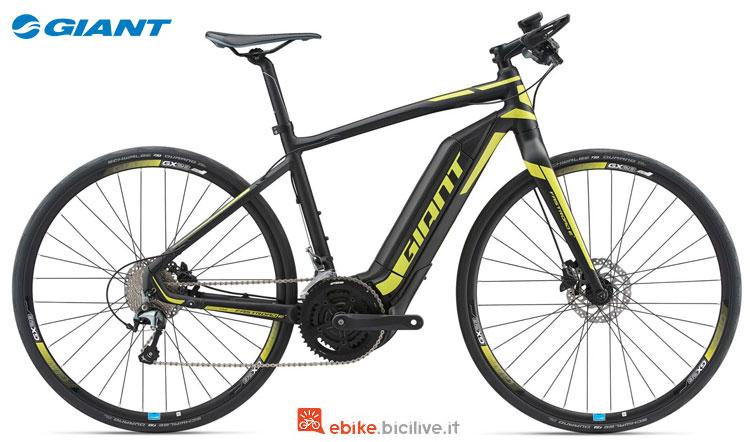 Una bici da corsa elettrica Giant FASTROAD E+ del 2018