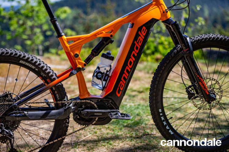 Una mountain bike elettrica Cujo Neo 130 di Cannondale