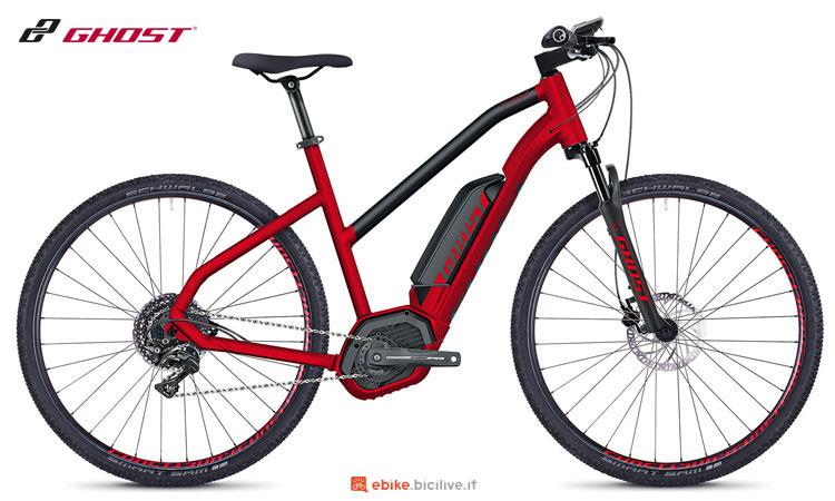 Una bici elettrica da città con telaio da donna Ghost SQUARE Cross B4.9 AL W
