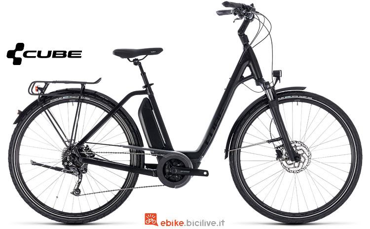 bicicletta elettrica da donna Cube Town