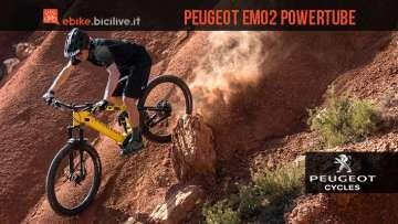 biker in sella a una Peugeot eM02 PowerTube
