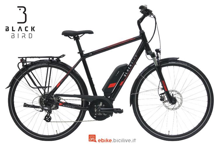 Una bici elettrica da trekking Black Bird T-8 con telaio da uomo