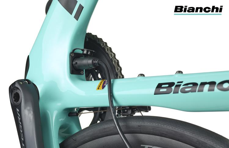 Lo spinotto di ricarica della bicicletta elettrica Bianchi Aria e-Road 2019