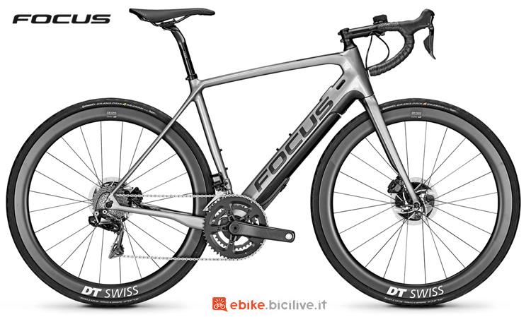 Una bici eRoad Focus Paralane² 9.9
