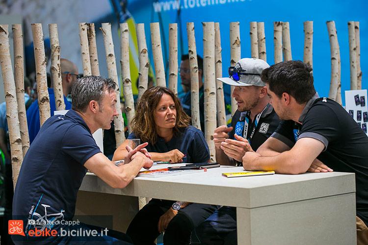 foto di persone durante l'intervista a Bosch